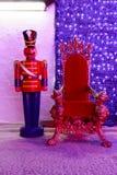 Röd julstol royaltyfria bilder