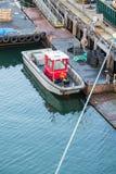 Röd kabin på den lilla fiskebåten Royaltyfri Fotografi