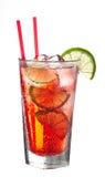 Röd kall alkoholiserad coctail Arkivbild