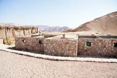 Röd kanjon och byggnad Royaltyfri Bild