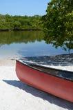 Röd kanot Royaltyfri Fotografi