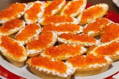 Röd kaviar i tartlets Royaltyfri Fotografi