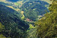 Röd kloster bland träd på Slovakien fotografering för bildbyråer