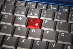 Röd knapp för euro Arkivfoton