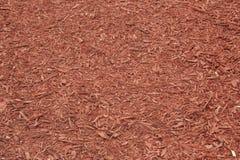 Röd komposttäckning täckt jordning för att plantera Royaltyfri Bild
