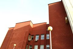 Röd kontorsbyggnad Royaltyfri Fotografi