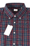 Röd kontrollerad modellskjorta Fotografering för Bildbyråer