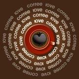 Röd kopp av hjärta i svart kaffe Arkivfoto