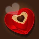 Röd kopp i hjärtaform av cappuccino Royaltyfri Bild