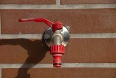 röd koppling för vattenkran Fotografering för Bildbyråer