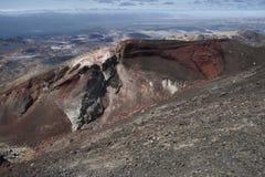 Röd krater och bortom Arkivfoto
