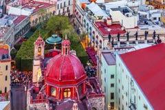 Röd kupol Templo San Diego Juarez Theater Guanajuato Mexico Arkivfoton