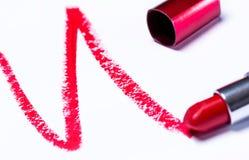 Röd läppstift med spåret Arkivbilder