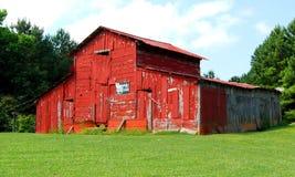 Röd ladugård Arkivfoton