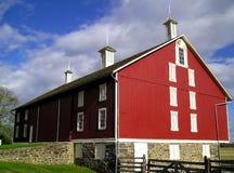 Röd ladugård för klassiker arkivfoton