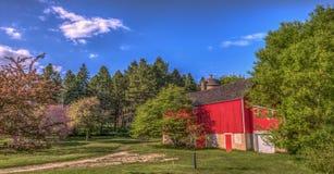 Röd ladugård i lantliga Wisconsin Royaltyfria Foton