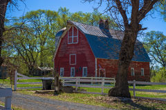 Röd ladugård, vår, minnesota Royaltyfri Bild