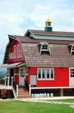 Röd lantgård för traditionell tappning Fotografering för Bildbyråer