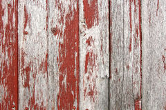 Röd lantlig ladugårdträbakgrund Arkivbilder