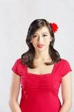 röd le kvinna Arkivfoto