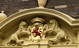 Röd lejonstaty - en det nationella emblemet i Haag, Netherla Royaltyfri Fotografi