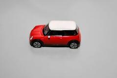 Röd leksakkortkortbil Arkivbild