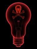Röd lightbulb med skallen och crossbones Arkivbilder