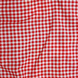 Röd linne skrynklig bordduk. Royaltyfri Fotografi
