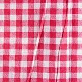 Röd linne skrynklig bordduk Arkivbilder