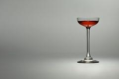 Röd liquer i ett exponeringsglas Arkivfoton
