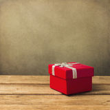 Röd liten gåvaask arkivfoto