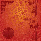 Röd lotusblomma- och bambukinesbakgrund Arkivbild