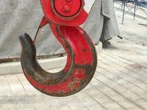 Röd lyftande krankrok Royaltyfri Fotografi
