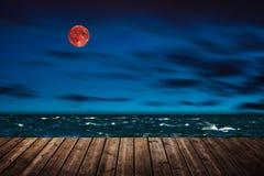 Röd måne - bloodmoon arkivfoton