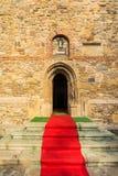 Röd matta till kyrkan Royaltyfria Foton