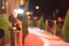 Röd matta - traditionellt är den van vid fläcken rutten som tas av statschefer på ceremoniella och formella tillfällen Royaltyfri Fotografi