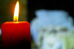 Röd medeltida inre för stearinljus Royaltyfri Bild