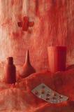 Röd medicinsk naturmorte Arkivbilder