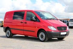 Röd Mercedes Vito 111 CDI 2009 Royaltyfri Fotografi