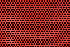 Röd metallbakgrund med runda hål arkivbilder