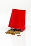 Röd metallhink med mynt Fotografering för Bildbyråer