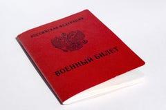 Röd militär legitimation av ryssreservofficeren arkivfoton