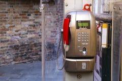Röd modern offentlig payphone Royaltyfria Foton