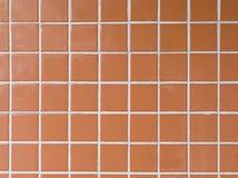 Röd mosaikvägg Arkivbilder