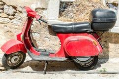 Röd motorcykel Arkivfoto