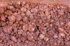 Röd naturlig vägg av lava Royaltyfria Foton