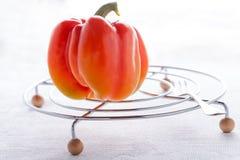 Röd ny peppar på den vita tabellen Royaltyfri Fotografi