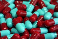 Röd och blå kapsel 2 Fotografering för Bildbyråer