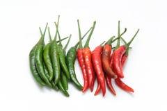 Röd och grön chilipeppar Arkivfoto