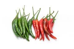 Röd och grön chilipeppar Arkivbilder